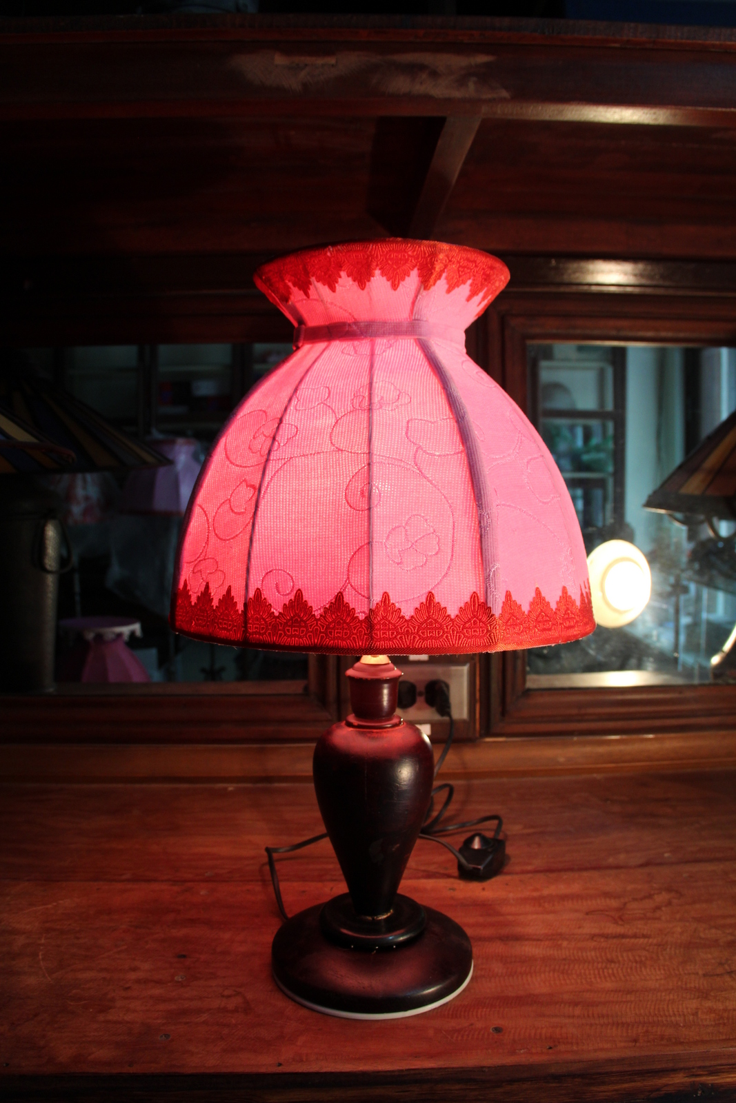 White highlight pink shade table lamp