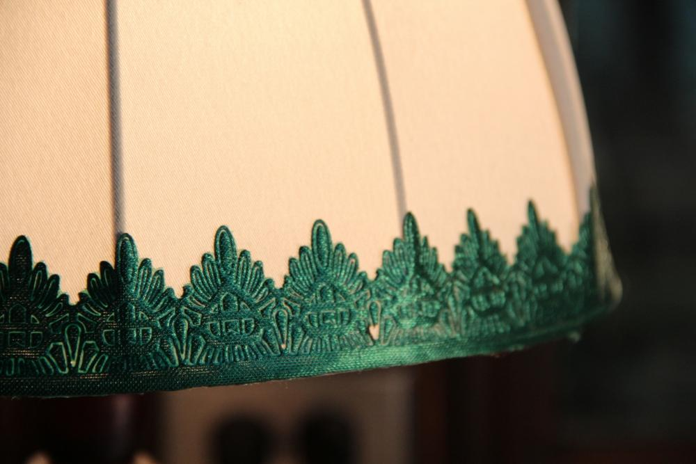 White and Green Hightlight Shade with wooden base
