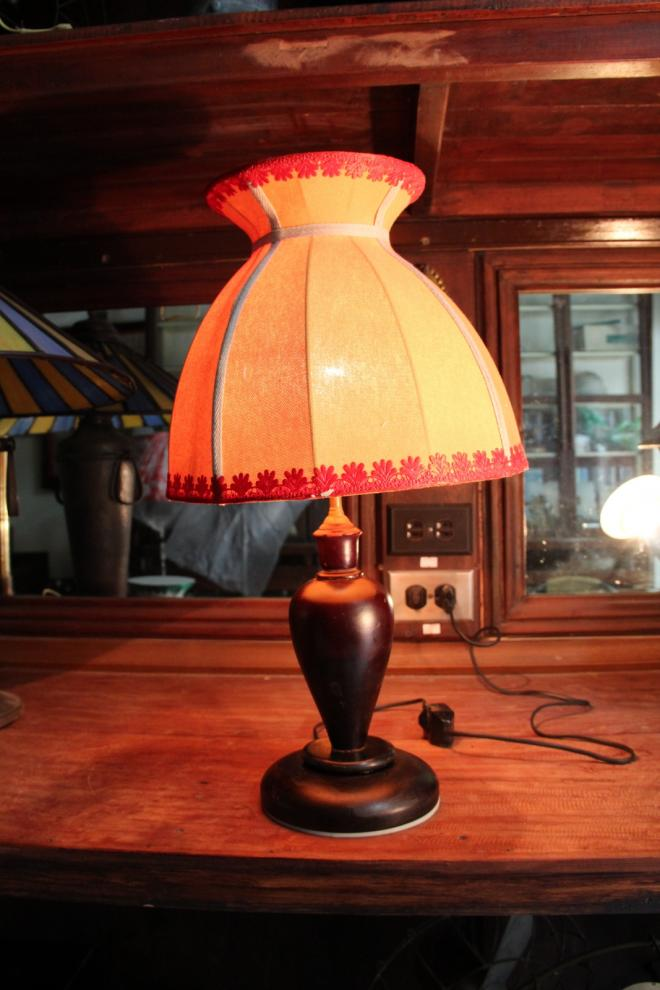 Yellow and red highlight with wooden base table lamp