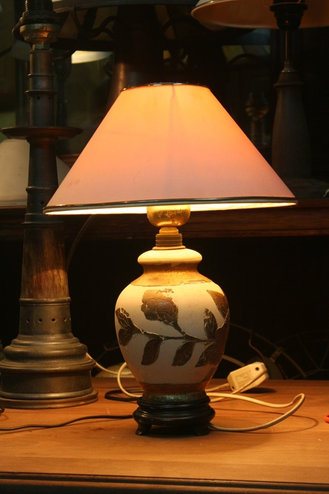 Ceramic table lamp.