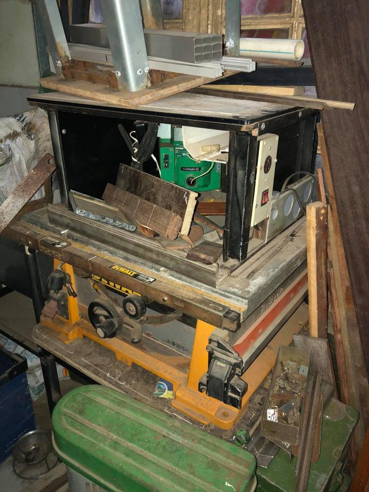 Máy cưa gỗ bàn Mỹ Dewalt